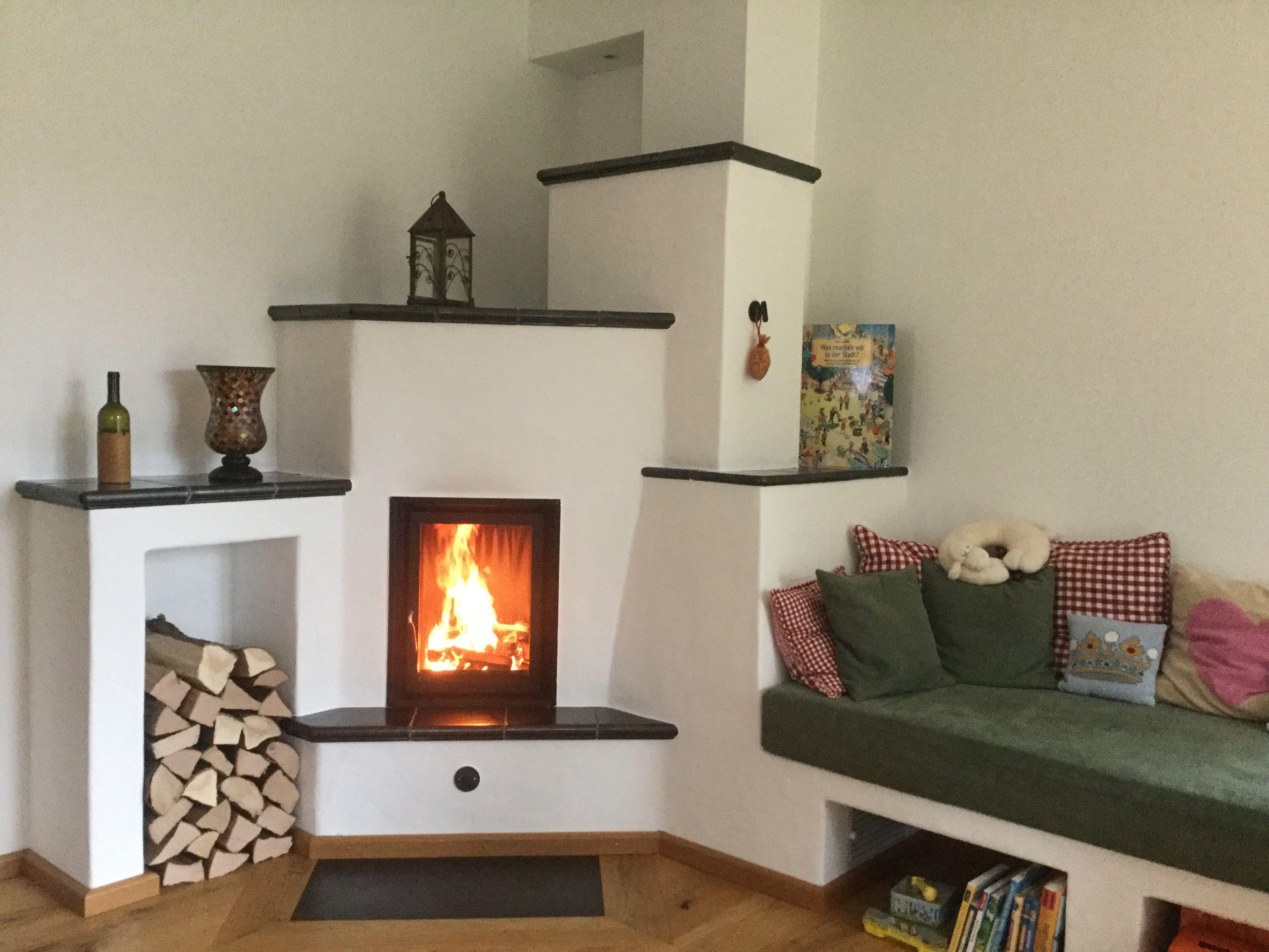 kachelofen mit naturstein abschluss kachelofen grundofen heizkamin kamin ofen naturstein. Black Bedroom Furniture Sets. Home Design Ideas