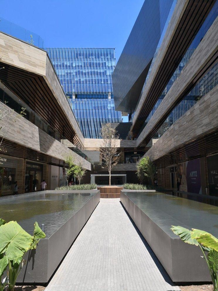 Andadores plaza comercial Artz Pedregal   Torres de Departamentos
