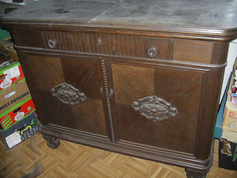 grosse dunkle kommode mit aufgesetzten ornamenten anrichte buffet schrank holz antike m bel. Black Bedroom Furniture Sets. Home Design Ideas