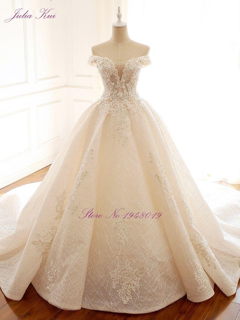 فستان عروس ابيض مائل الى السكري مع اكتاف صغيرة و قصير فستان ويل و منفوش مناسب للعروس الناعمة Wedding Dress Necklines Pearl Wedding Dress Necklines For Dresses