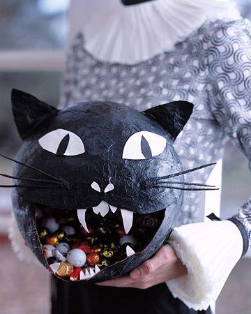 Paper-mache black cat Haunting Halloween Ideas! Pinterest