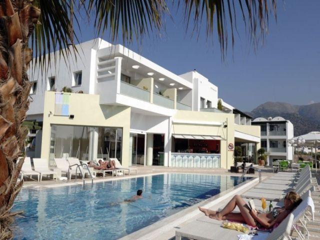 http://www.realholidayreports.com/hotel_reviews/images/Angela_Suites_Boutique_Hotel_Sissi_1.jpg
