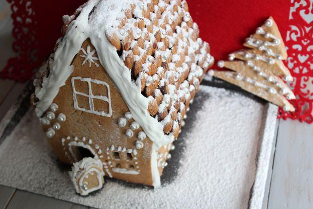 Maison en pain d'épices #Noël #CalendrierdelAvent http://www.bulle-de-patisserie.fr/maison-en-pain-depices