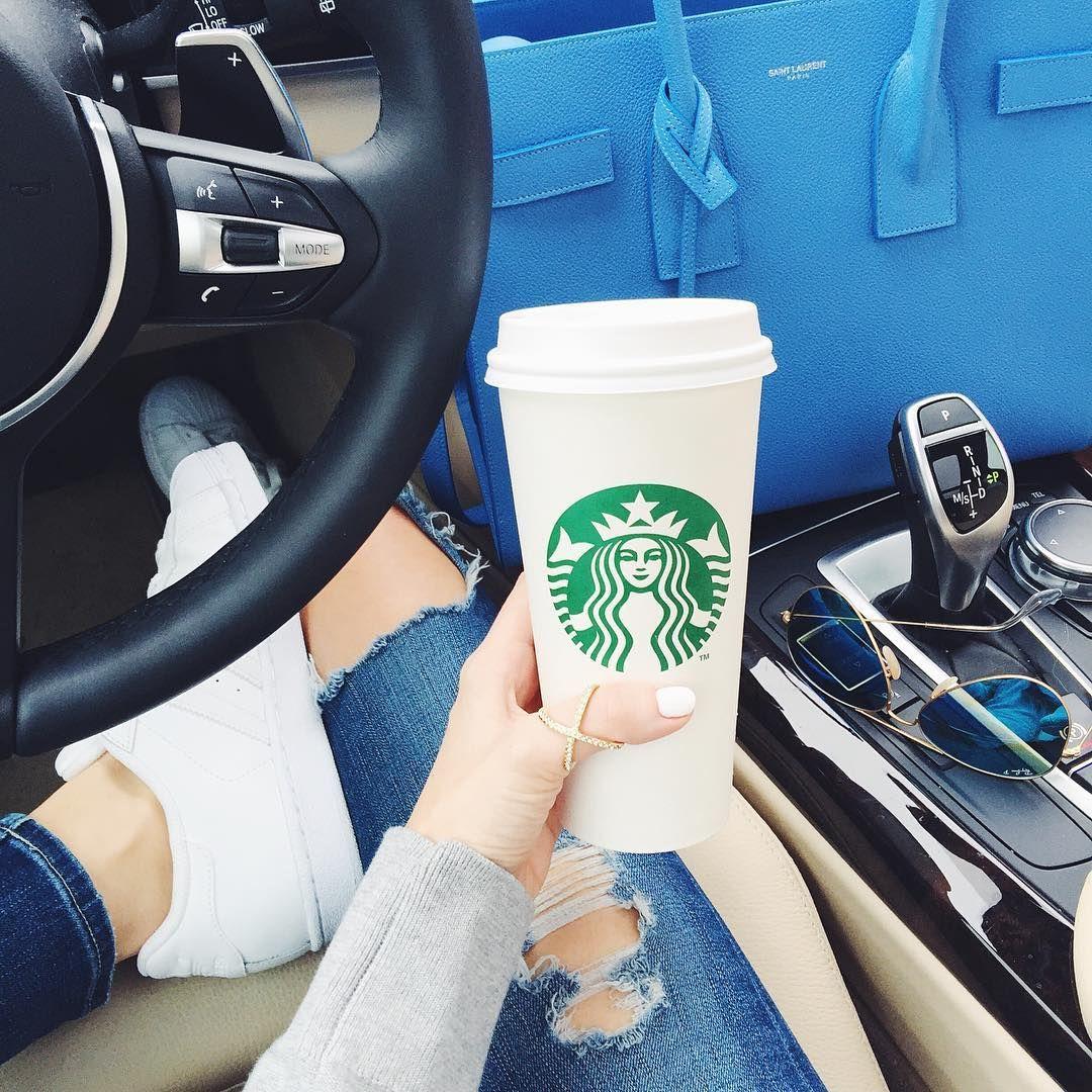 дурацкого фото кофе старбакс в женских руках в машине это уже него