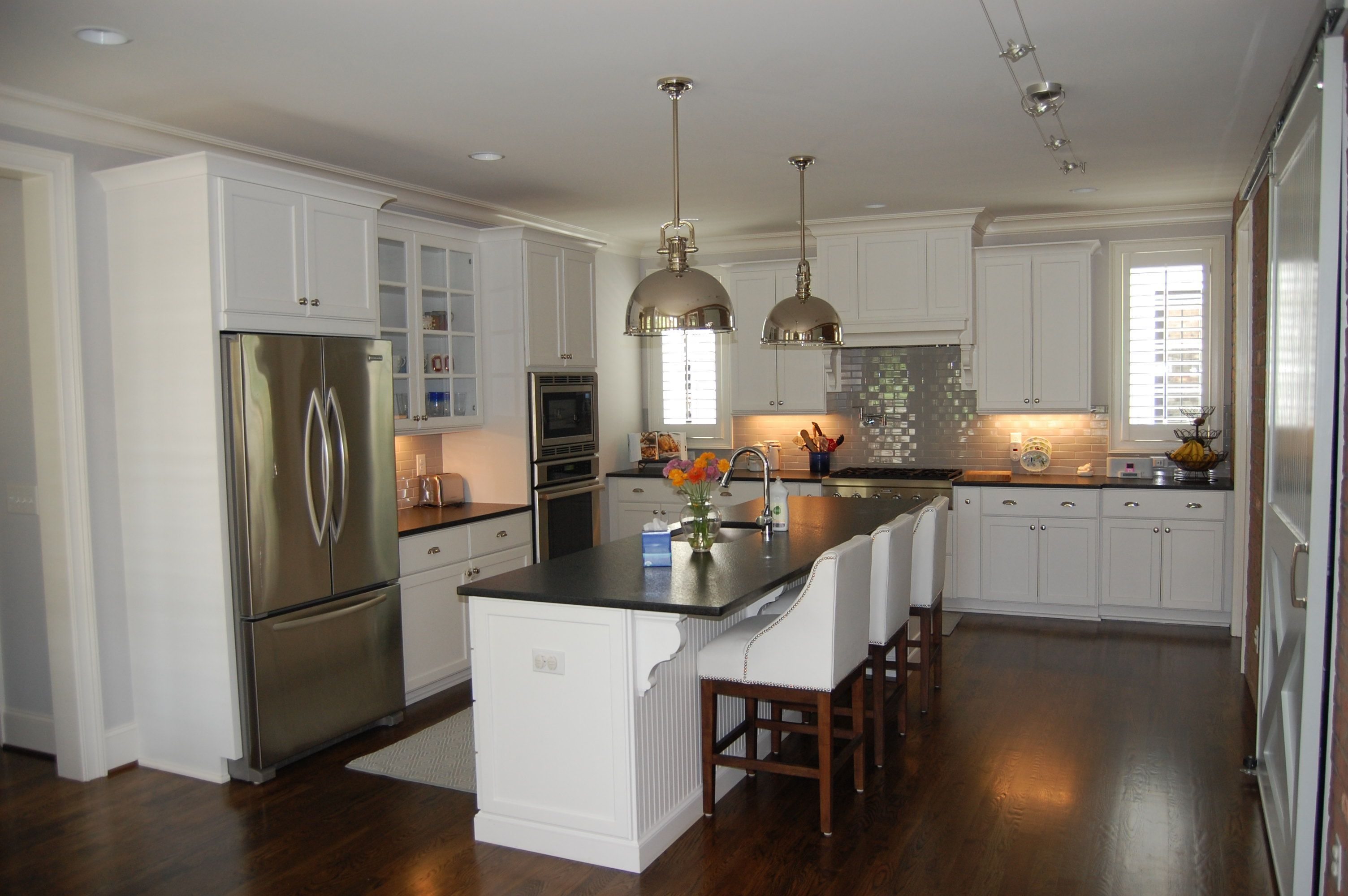Farmhouse Kitchen Remodel Pictures And Kitchen Remodel Layout Light Granite In 2020 Kitchen Remodel Small Cheap Kitchen Remodel Simple Kitchen Remodel
