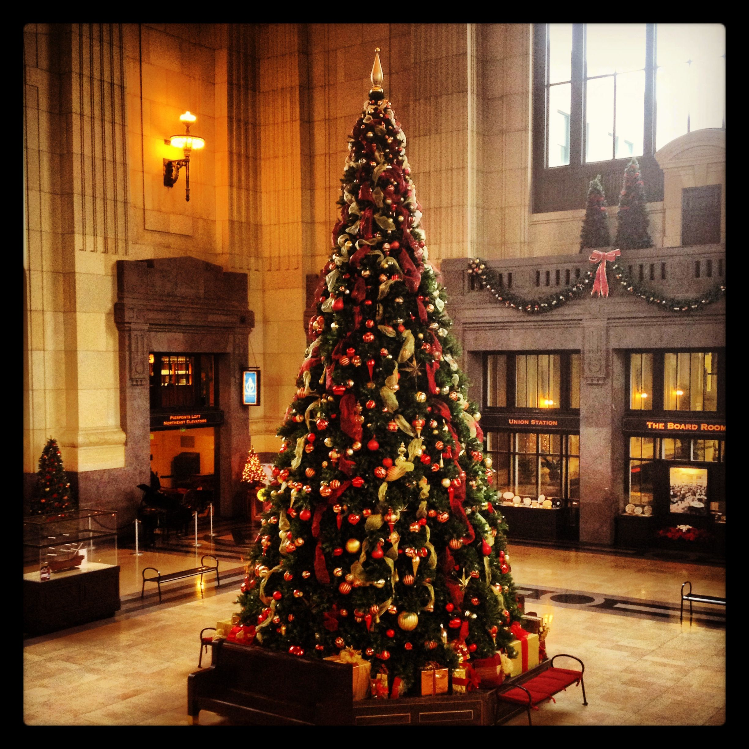 Christmas tree at Union Station in Kansas City (With