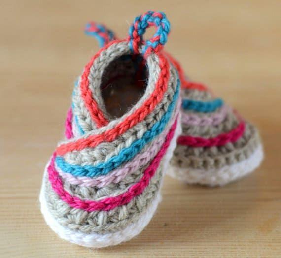 Crochet Kimono Baby Shoes Video Tutorial   Babyschühchen, Nähen und ...
