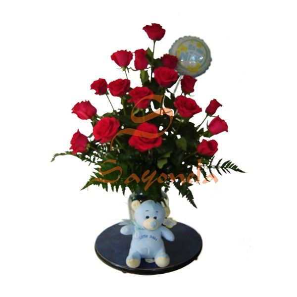 arreglo compuesto por rosas rojas follaje helecho cuero jarrn en vidrio peluche globo