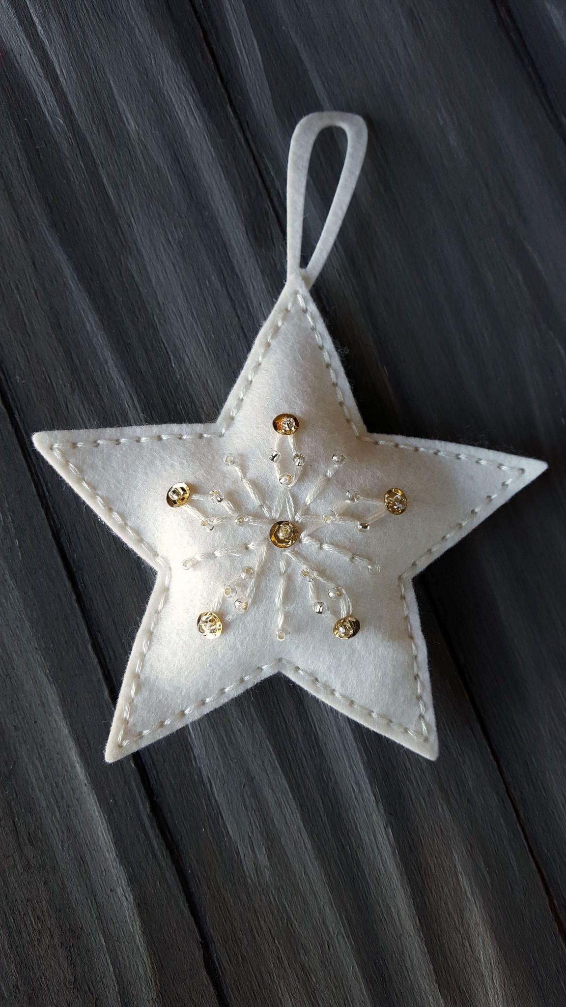 079 Felt Christmas Star Pendant Felt Christmas Star Ornament Bachelorettegifts Giftsfo In 2020 With Images Felt Christmas Ornaments Easy Christmas Ornaments Felt Christmas