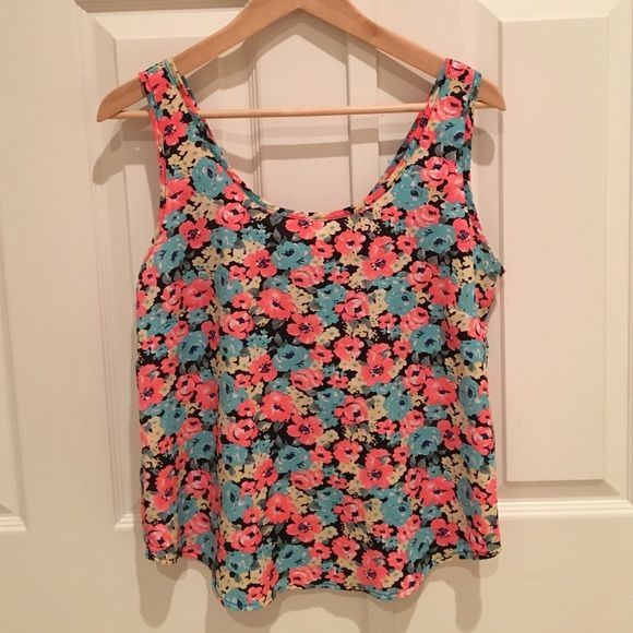 Floral Tank ADORABLE flowy floral tank! Exposed zipper on the back adds interest to the top. Never worn, and in great condition. The zipper purposefully does not have a pull! Tops Tank Tops