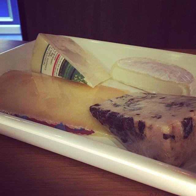 NEW  Cheese  入荷しました 今回はイタリアのものを色々と . #東中野 #リエーブル #lievre #立ち飲みワインバー #立ち飲みワイン #立ち飲み #ワインバー #ワイン ##赤ワイン #白ワイン #ロゼワイン #ロゼ #グラスワイン #チーズ # #cheese #fromage #イタリア