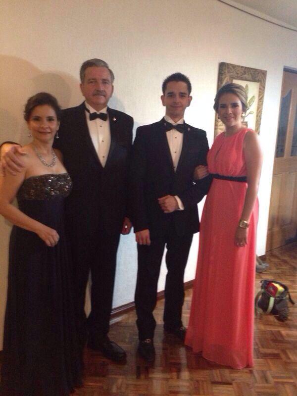Foto con los suegros!!! #thestoryofus