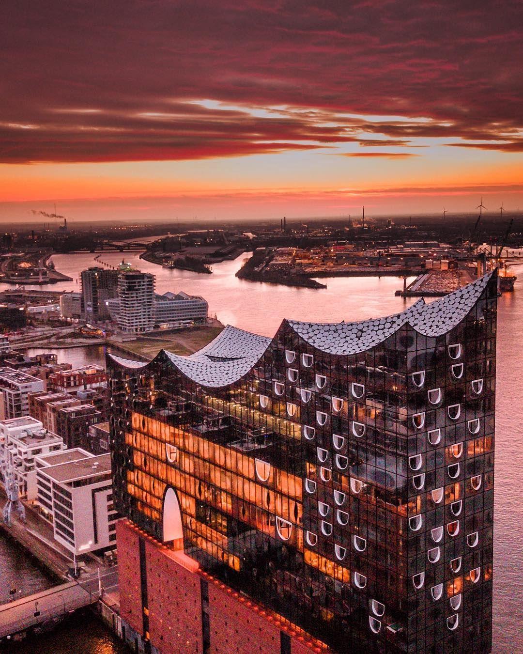 Pic By Ufukd 86 F I R E C U R V E S Elbphilharmonie Architecture Hafencity Speicherstadt Hamburg Germany Zollkanal Elbe