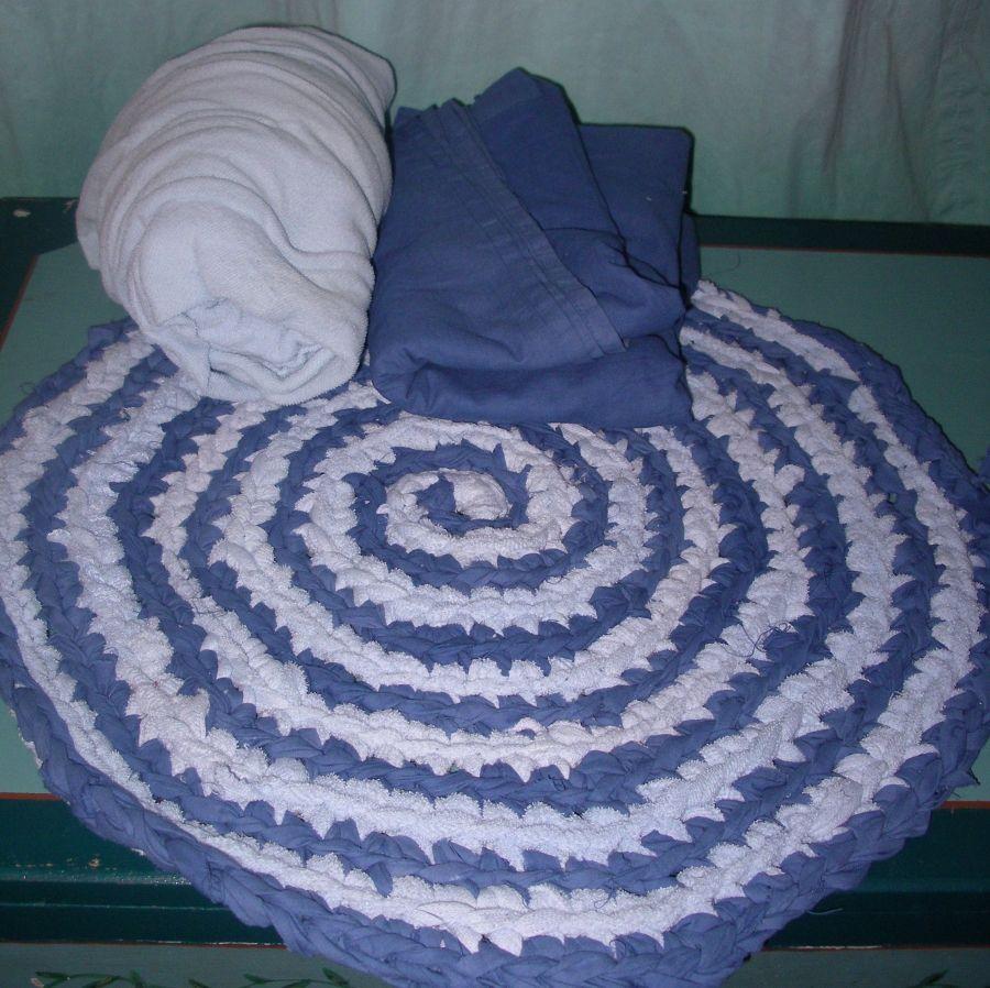 Flickenteppich aus alter Wäsche häkeln | Flickenteppich, Wäsche und ...
