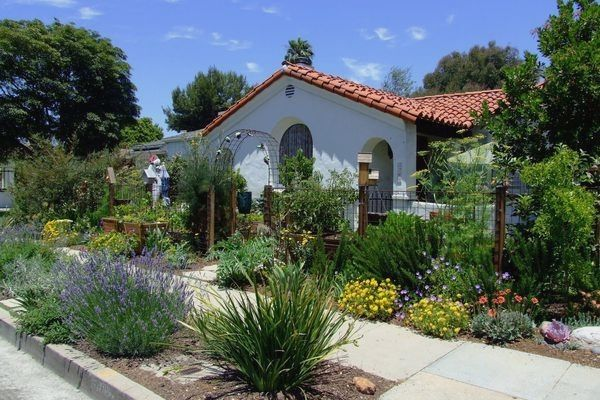 Flagstone Edging For Flower Beds In 2020 Garden Edging 400 x 300