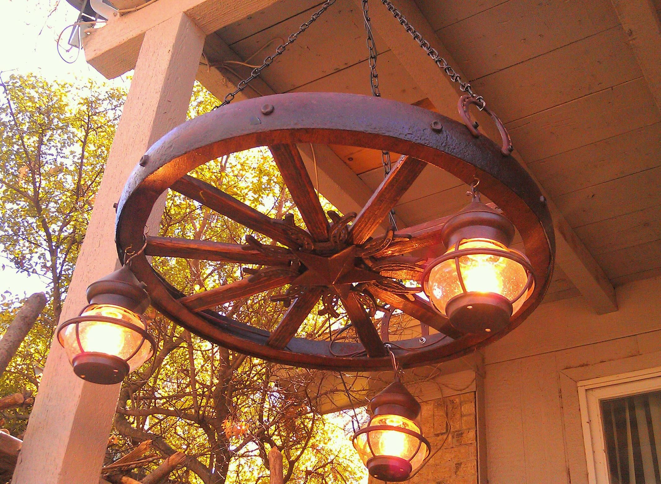 Antique Style Wooden Wagon Wheel Chandelier With Vintage Lantern Lamps