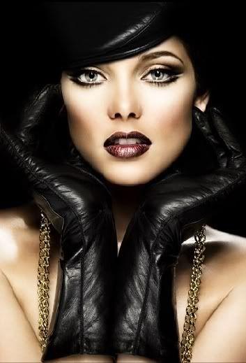 love her makeup :)