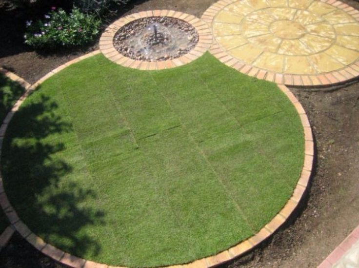 circular lawn edging as part of round garden theme