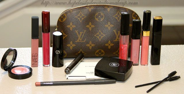 Hopelessly Devoted To Makeup: What's in my purse?