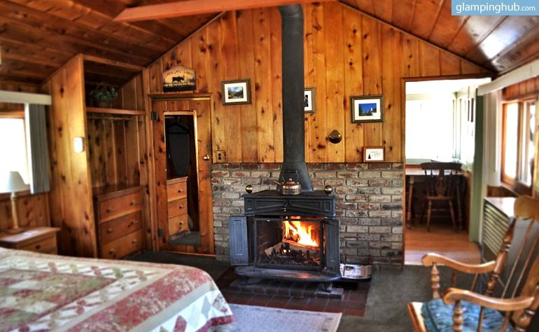 Pet Friendly Duplex Cabin Overlooking Fern Valley For Luxury Camping Stay In Idyllwild California Luxury Cabin Bedroom Decor Cozy Cabin Homes