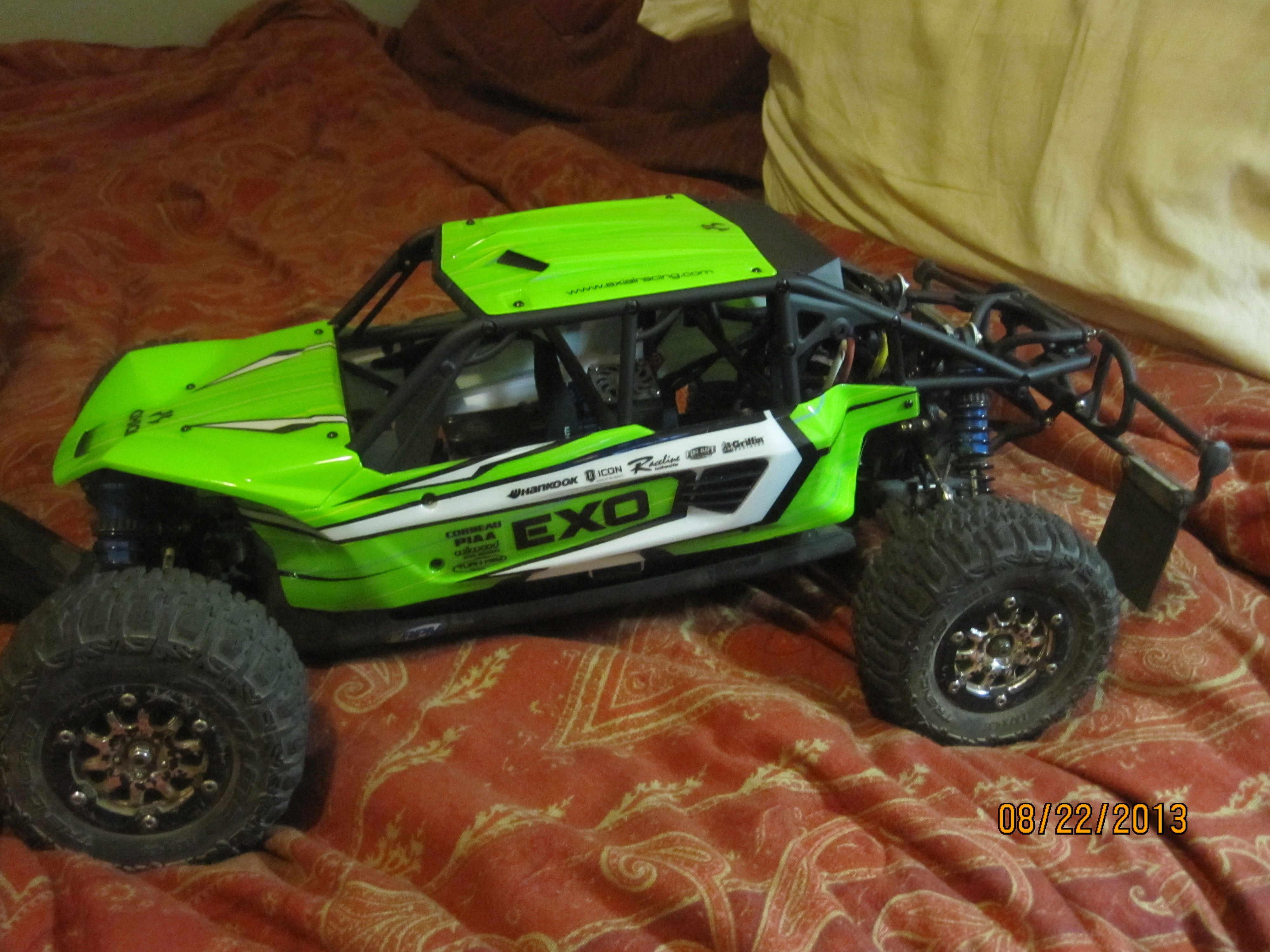 hight resolution of i wanted a roll cage so i got a body from an entirely different rc and modified it to fit i think it came out pretty cool lookin lol