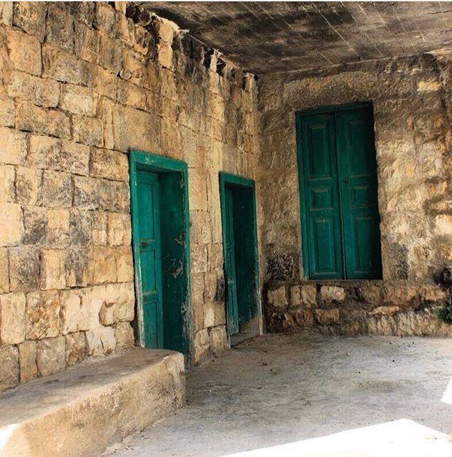 من البيوت اللبنانية القديمة Photo By Bouchra Hmayed Old Houses Traditional Structures