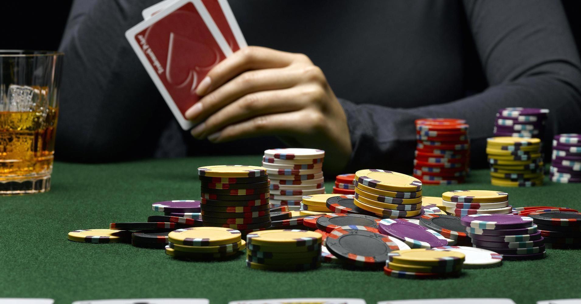 Dan Salah Satu Situs Online Yang Menghadirkan Permainan Poker Online Yang Menggunakan Uang Asli Adalah Qqpokeronline Com B Poker Gambling Problem Online Casino
