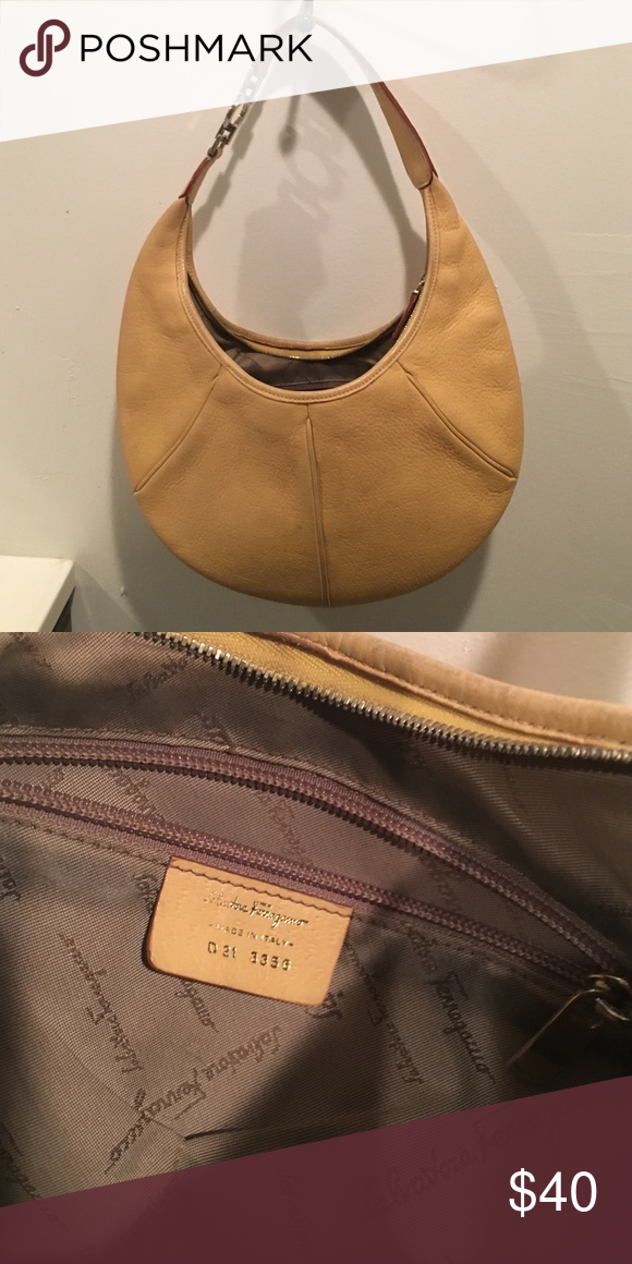 Salvatore Ferragamo Yellow Purse D21 3356 Serial Number Leather Made In Italy Regular Wear No Tears Bags Shoulder