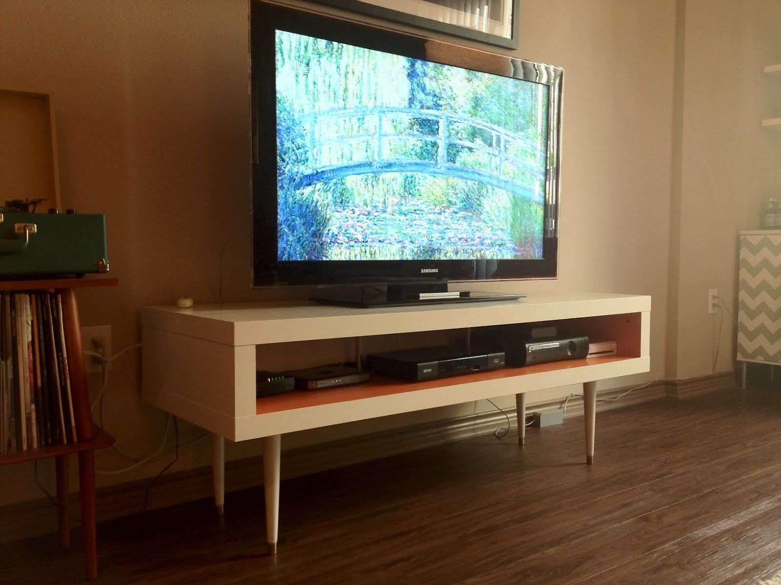 Tv Kast Wit Ikea Lack.Mid Century Lack Tv Hack Hotelbed Entertainment Center Decor