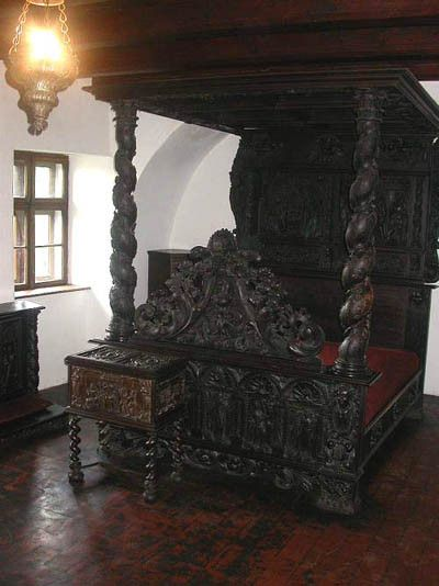 Bed Inside Draculas Castle Lots Of Pics Interiors