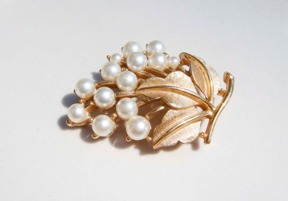 Vintage Trifari Gold leaves and Pearls by PaganCellarJewelry, $14.99