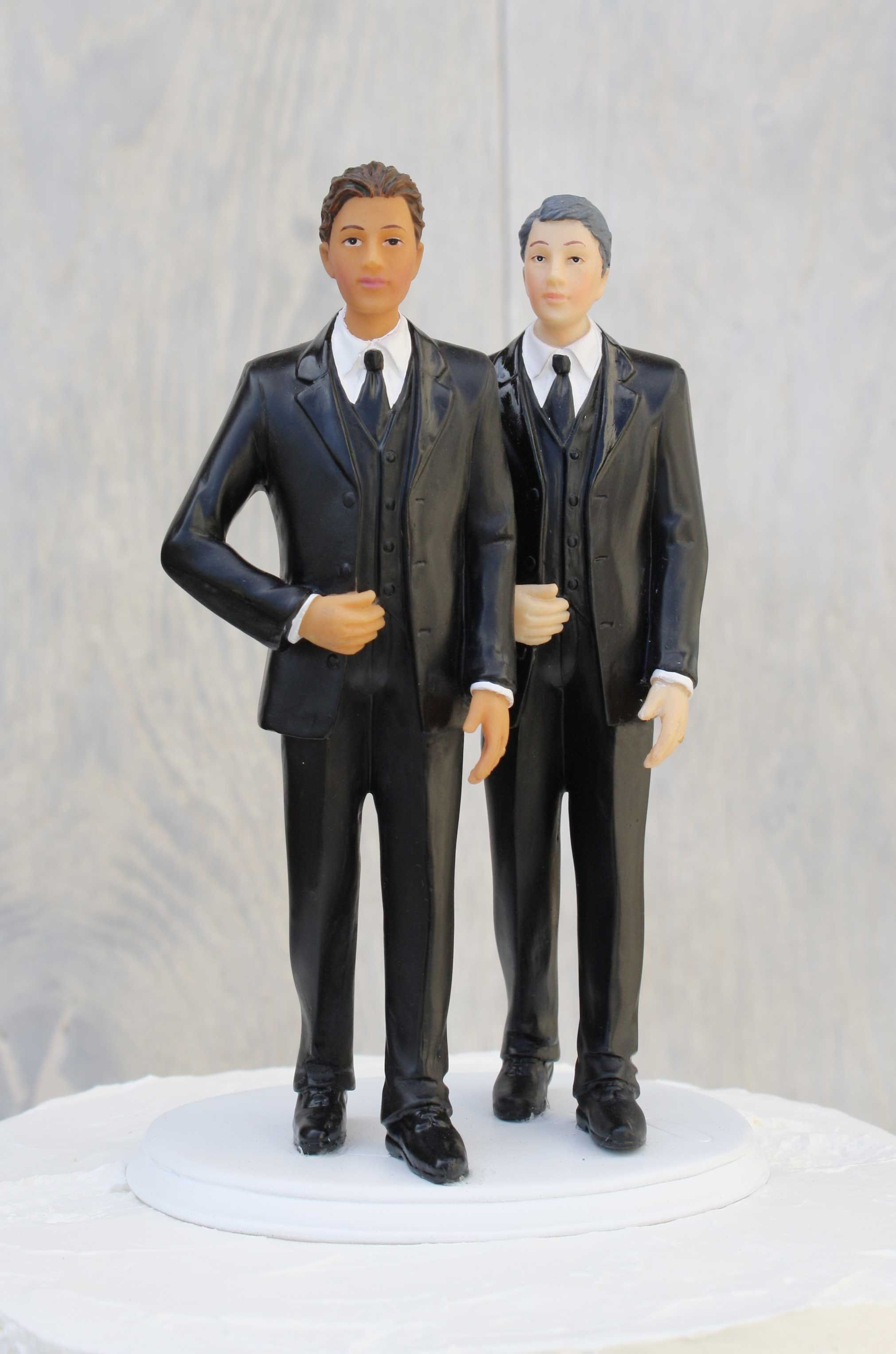 An Elegant Dark Skin Gay Cake Topper To Represent Your Union This Exquisite Wedding Is Made Of Resin