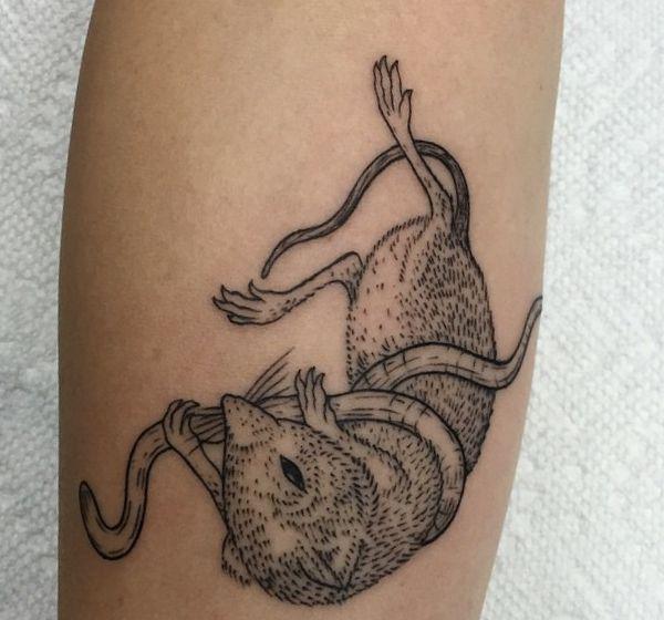 Maus Tattoo Designs Mit Bedeutungen 16 Ideen Mit Bildern Tattoo Designs Maus Tattoos Tatowierungen