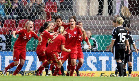 Frauen Dfb Pokal Bayern Frauen Bejubeln Ersten Cup Erfolg Womens Soccer Sports Nwsl
