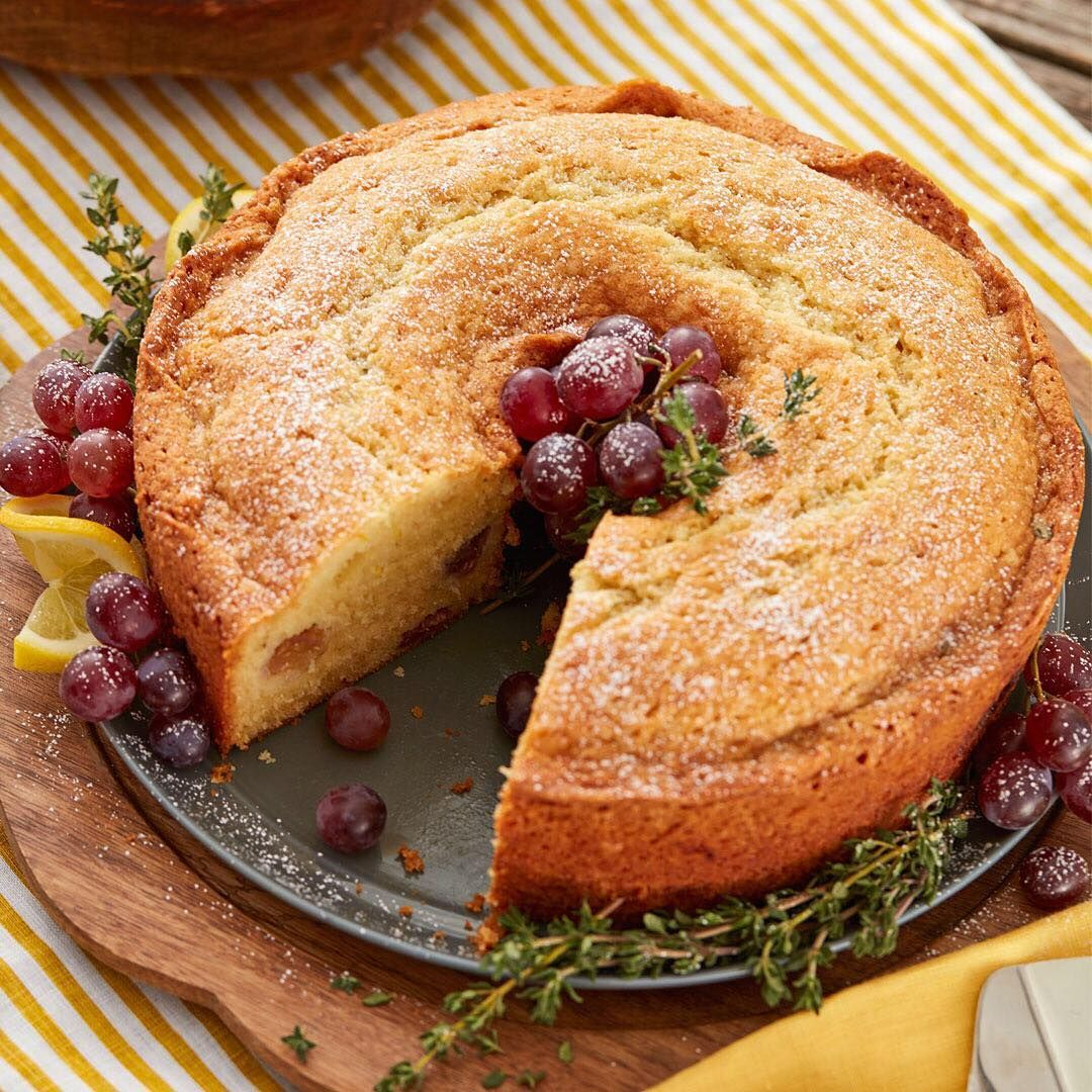 Bake this lemon thyme cake for a delicious Thanksgiving dessert! Link in bio for the recipe.👆 . . . . . #wiltoncakes #thanksgiving #poundcake #cakeoftheday #dessert #thanksgivingmeal