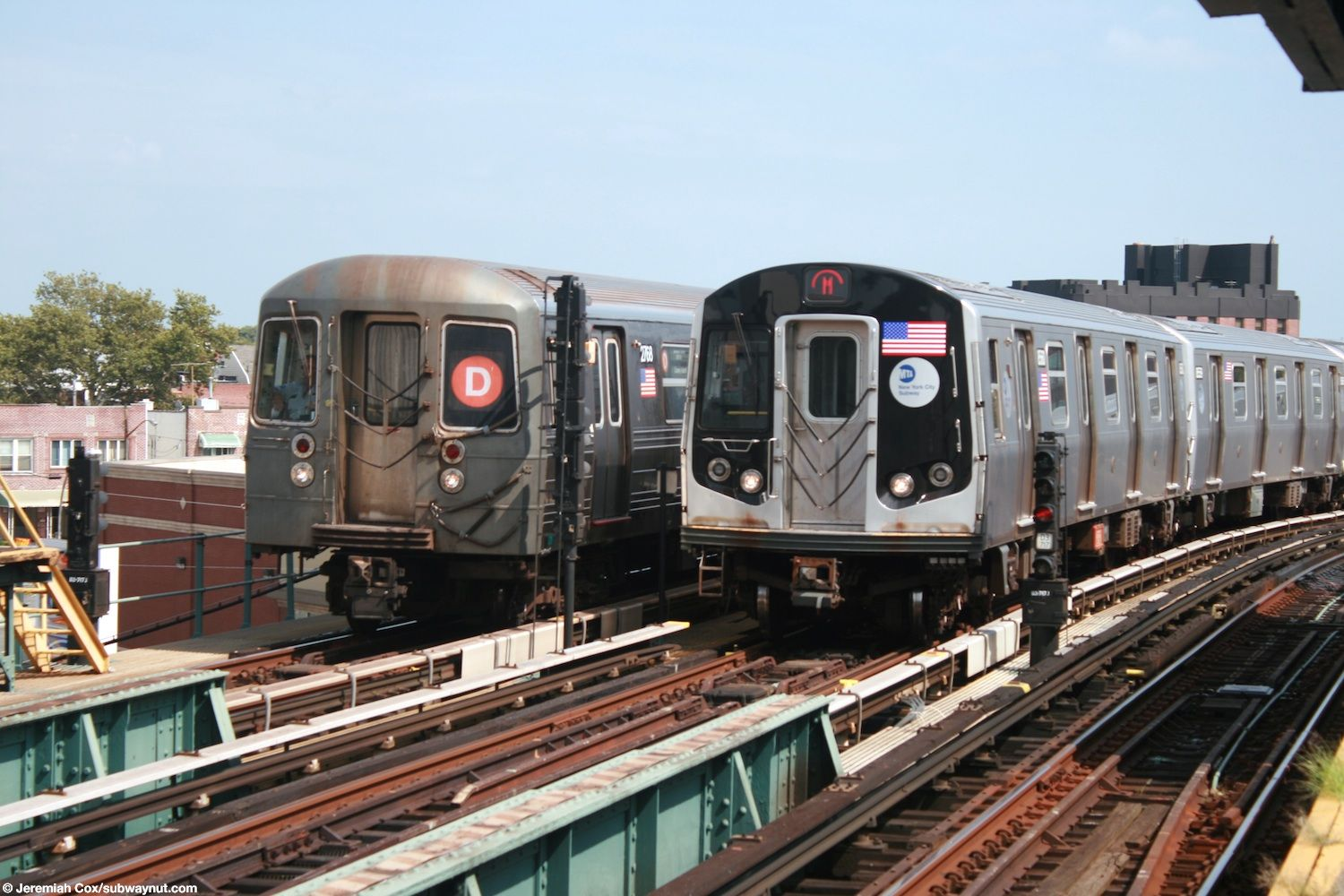 Manhattan-bound R68 #2768 and a D train pass R160 #8560, a