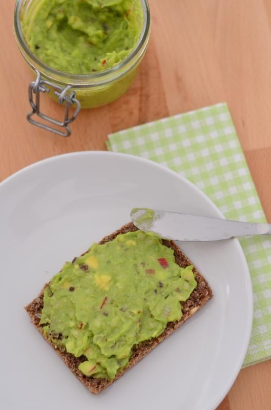 Avocado-Apfel-Zwiebel-Aufstrich (vegan) -