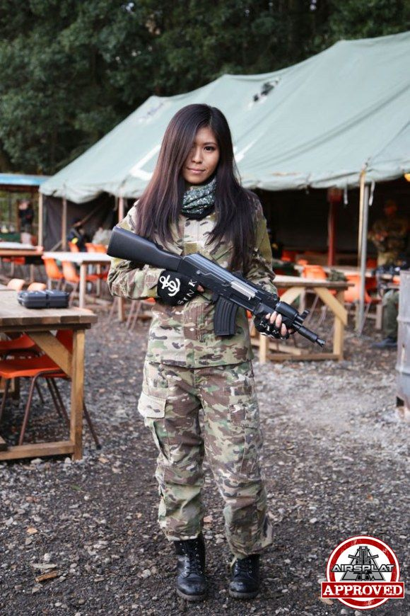 Were visited Japanese girls with airsoft guns shooting