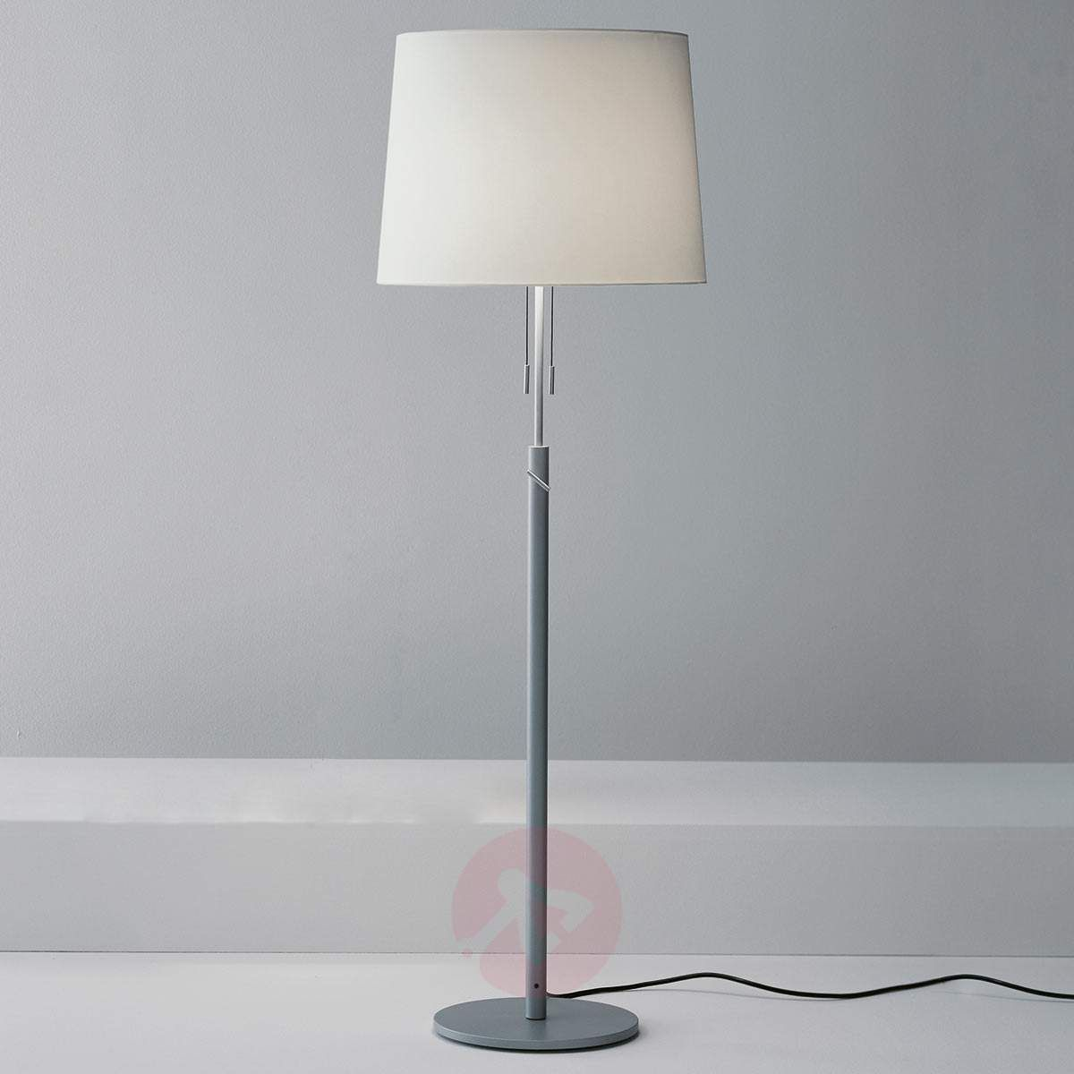stare lampy stojace w kuchni