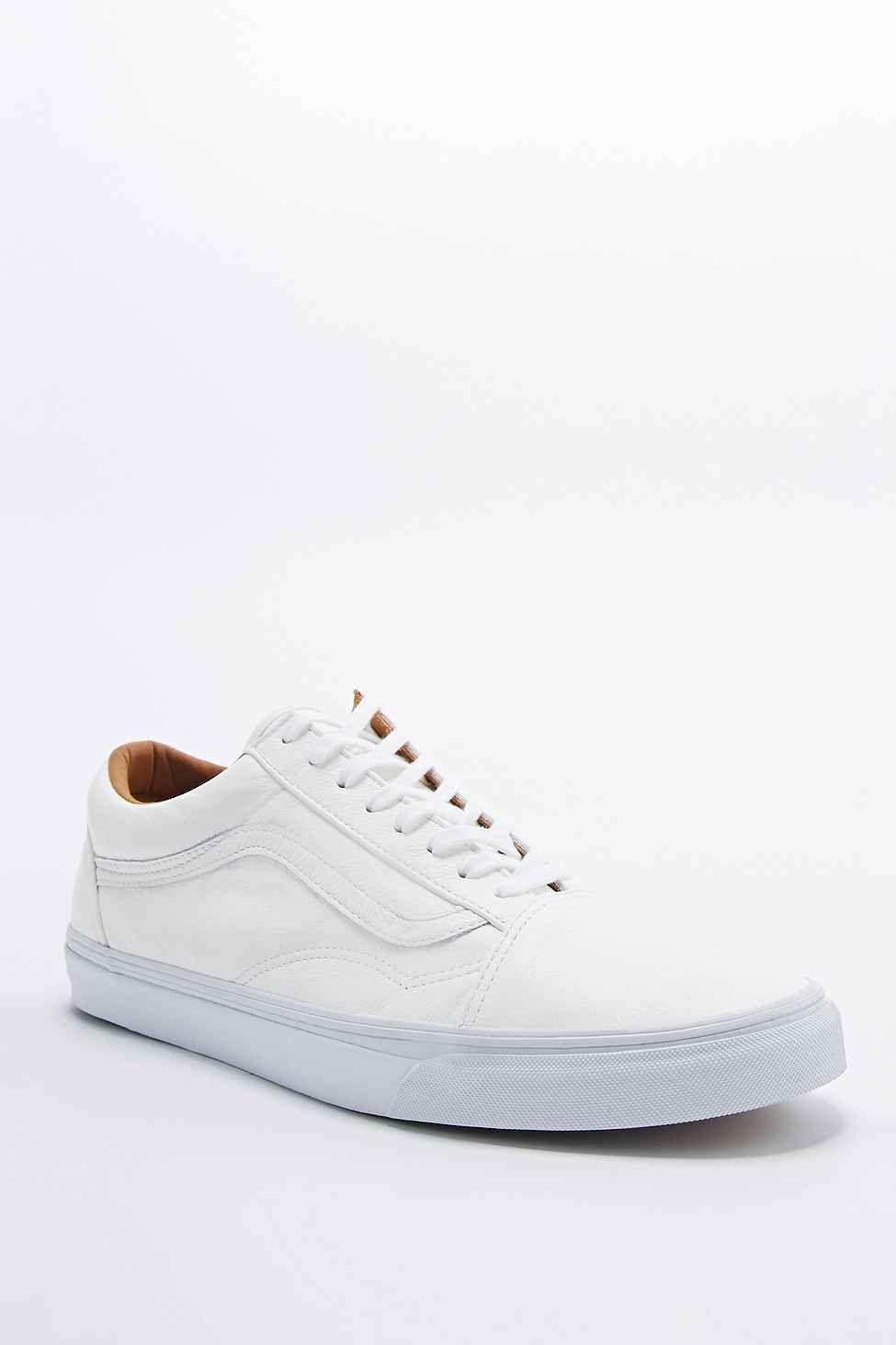 aa69ca5938 Vans Unisex Authentic Van Doren Poinsettia Classic White Skate Shoes by Vans