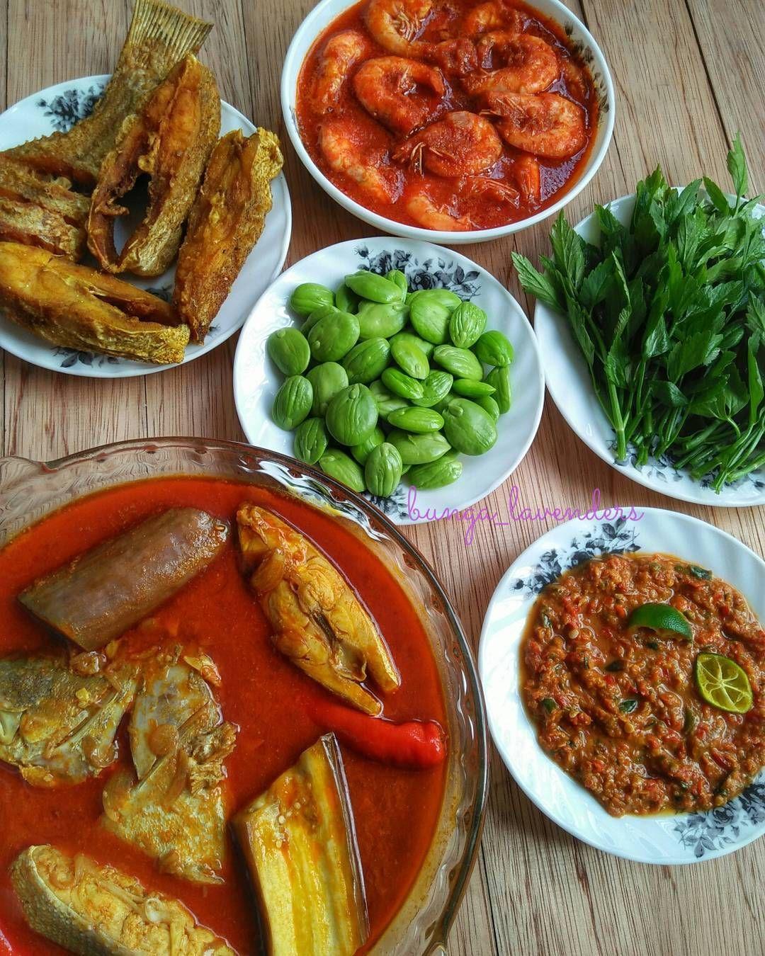 Assalammualaikum Happy Weekend Peeps Menu Hri Ni Gulai Ikan Kaci Sambal Udang Ikan Goreng Sambal Belacan Ulam Petai Daun Selom Happy Sambal Food Lunch