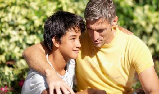 Resultado de imagen para imagenes de un padre escuchando a su hijo
