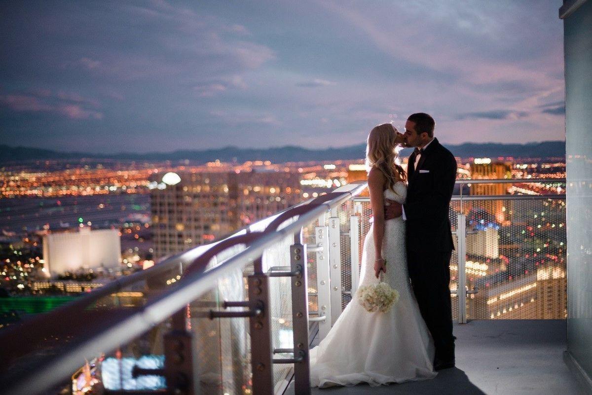 Image Result For Cosmopolitan Las Vegas Wraparound Suite Engagement Photos Vegas Las Vegas Mariage