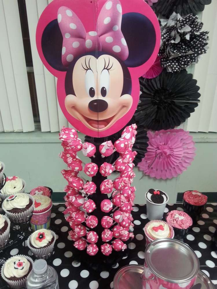 Mickey mouse minnie mouse birthday party ideas cumple for Decoracion para pared fucsia