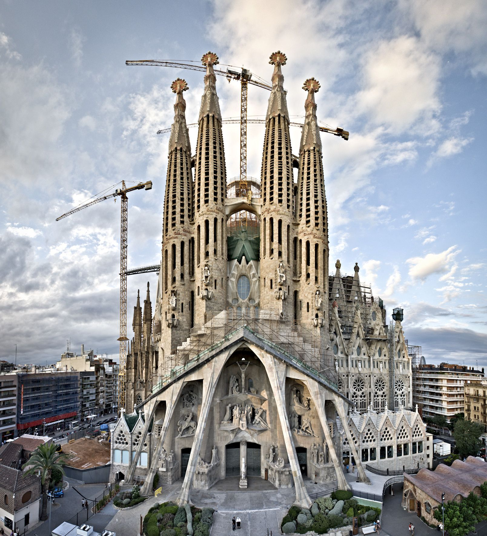 Built By Antoni Gaudi In Barcelona Spain With Surface 45000 Images John Kennan Construction Of The Temple Expiatori De La Sagrada Familia Began