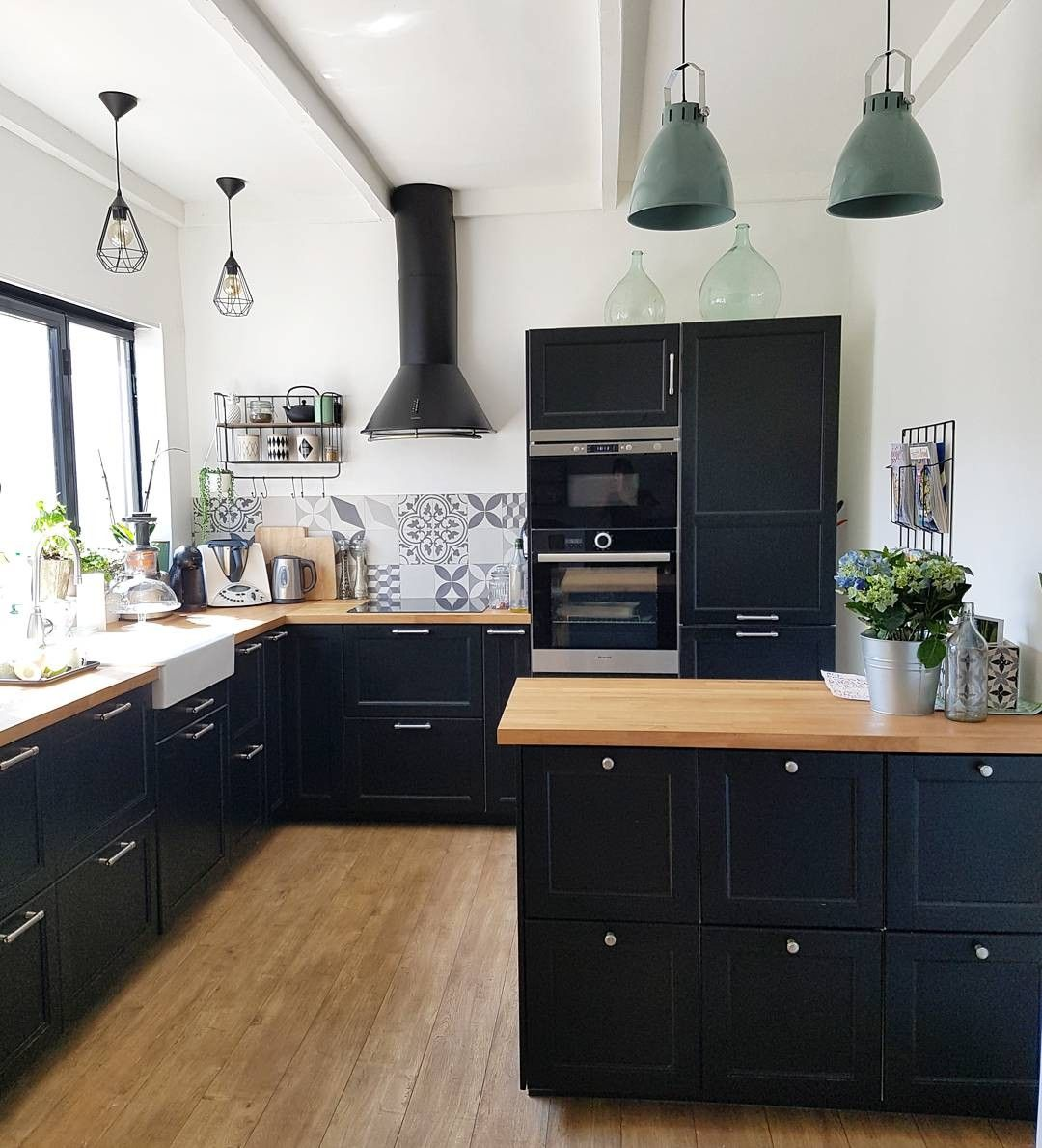 Cuisine ikea laxarby cuisine noire et bois esprit bistro renovation maison cuisine in 2018 - Ikea meuble cuisine ...
