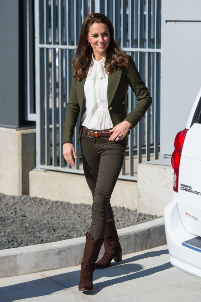 For A Canoe Trip Kate Wore An Army Green Blazer By Toronto Based