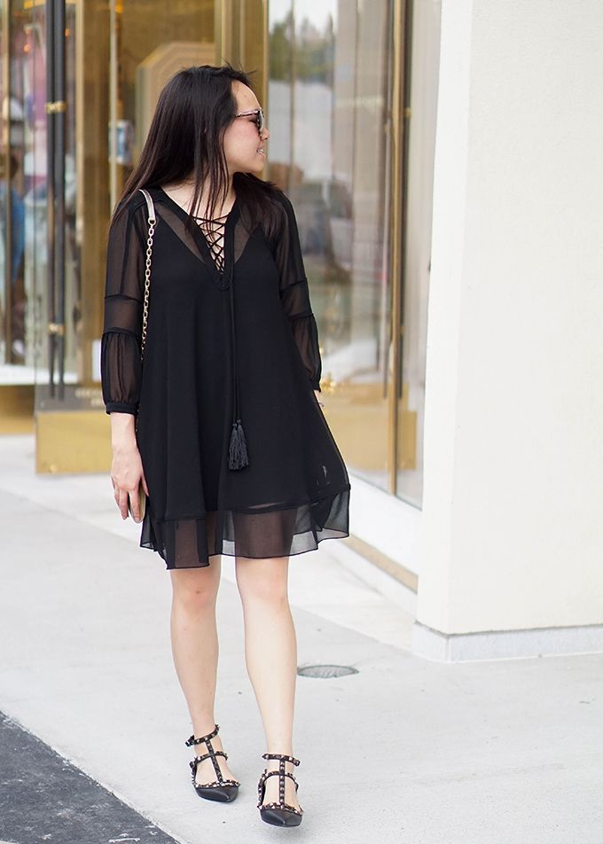 all black outfit in the spring