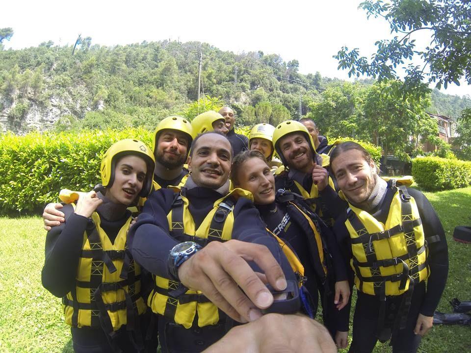 la nostra squadra di HYDROSPEED sotto le cascate più alte d'europa! provare per credere!! ti aspettiamo siamo a soltanto a un'ora da roma :) https://www.raftingmarmore.com