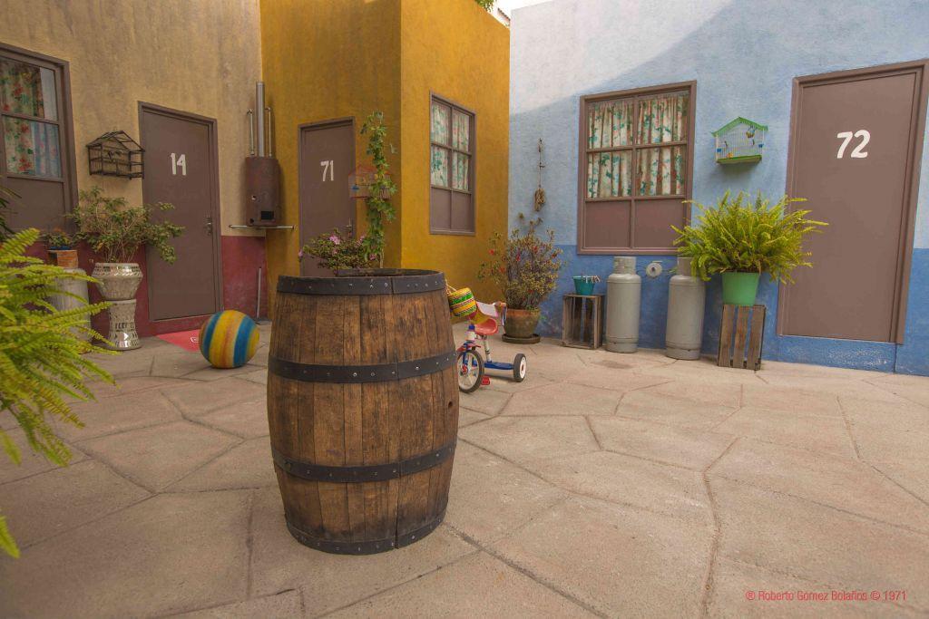 Convierten Vecindad Del Chavo Del 8 En Alojamiento Por Una Noche Vecindad Del Chavo Chavo Del 8 Dibujo Chavo Del 8 Animado